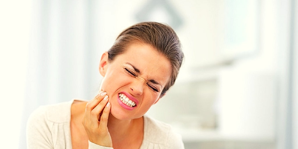 Most of us have already experienced the discomfort of a toothache. Each individual can perceive pain in a different way, so there are probably many ways in which a toothache can be described. Nevertheless, we can find some general types of tooth pain based on the symptoms patients are feeling and the possible causes.